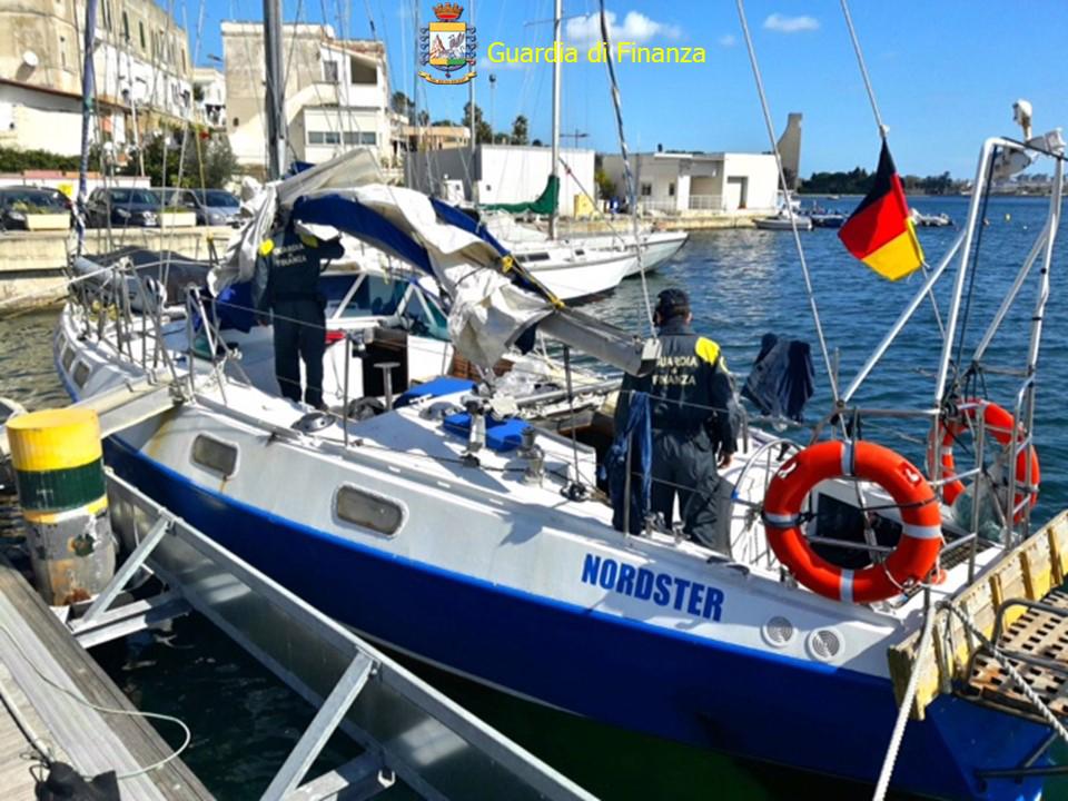 Brindisi, intercettato un veliero con 48 migranti a bordo