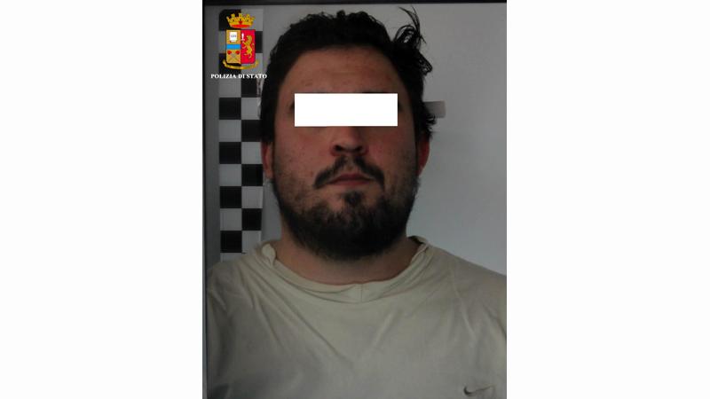 Beccato in auto con la cocaina è stato arrestato