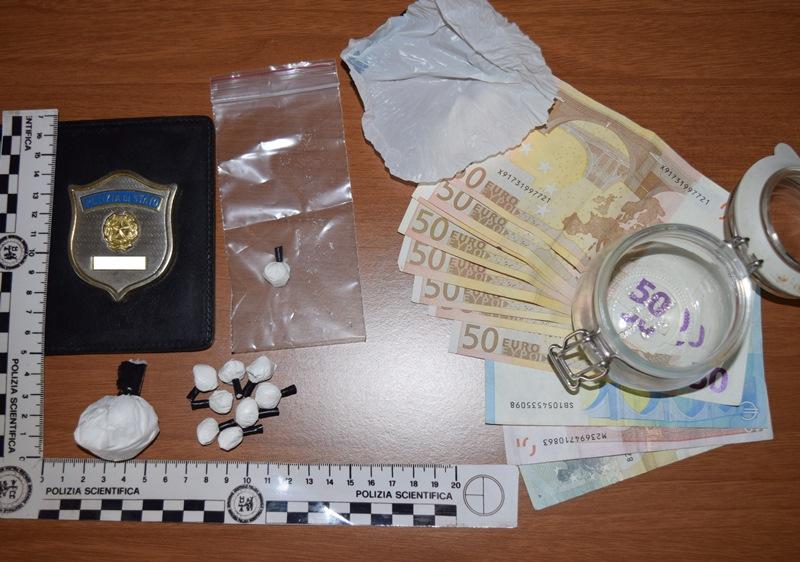 Droga: carico 23 kg cocaina in auto, 2 arrestati a Firenze